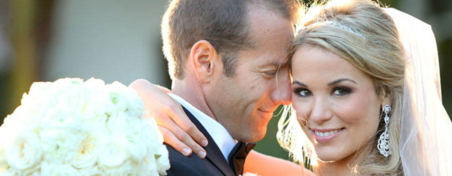 Why Hire A Wedding Makeup Artist : Why Hire a Makeup Artist for Your Wedding Day
